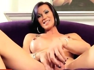 Huge-boobed Inked Trans Beauty Wanks Weenie Solo