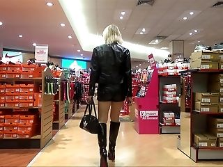 sexy bi-atch  shopping in milano