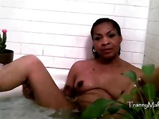 TRANSSEXUAL Cludia : Tranny Bath